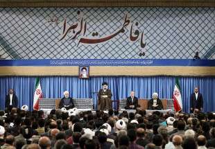 Leader meets Iranian authorities and the ambassadors of Muslim nations on Eid al-Mab'ath (photo)