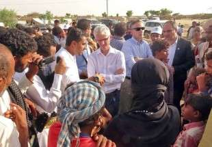 UN Emergency Relief Coordinator Mark Lowcock visits a camp for displaced people in the Yemeni province of Hajjah on 26 October 2017 (AFP)
