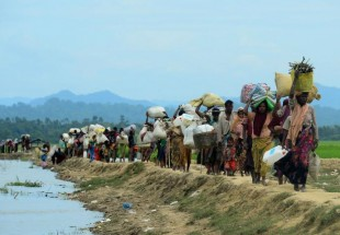 Rohingya Muslims trapped in Myanmar