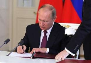Russia's Putin signs 'foreign agents' media law