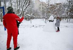 Snow increases winter tourism in Tehran
