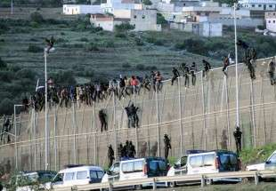 Spain predicts illegal immigrants influx, call for EU help