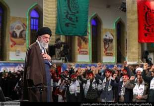 S Leader meets with adolescents in Tehran (photo)
