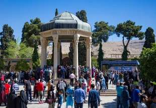 "Tourists visit Hafez and Sadi tomb in Shiraz during Nowrouz 1397 (photo)  <img src=""/images/picture_icon.png"" width=""13"" height=""13"" border=""0"" align=""top"">"