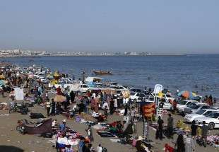 "Nowrouz tourists in Bandar Abbas seaside (photo)  <img src=""/images/picture_icon.png"" width=""13"" height=""13"" border=""0"" align=""top"">"