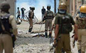 Indian army clashes with suspected militants in Kashmir, 20 killed