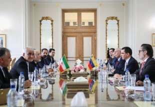 Zarif receives his Venezuelan counterpart in Tehran (Photo)