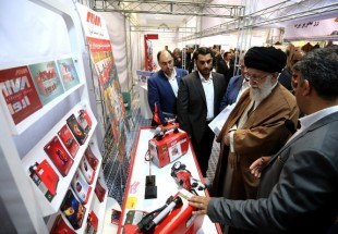 Supreme Leader visits Iranian products exhibition (photo)
