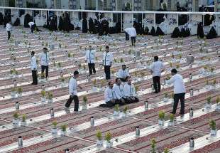 Pilgrims to Imam Reza (AS) shrine served with iftar meal during Ramadan (photo)
