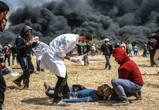Israeli forces target Gaza border protesters, injure over 50