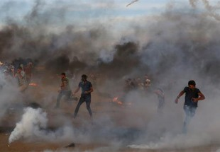 Israeli forces kill three Palestinians, injure hundreds in border protests