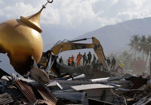 5,000 believed missing in two hard-hit Indonesian quake zones