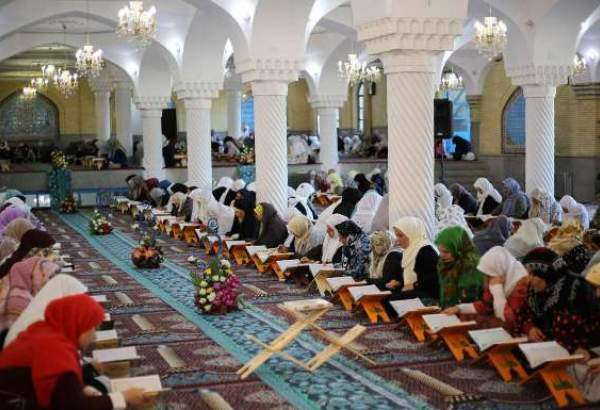 "Collective Qur'an reading in Sanandaj Mosque during Ramadan (photo)  <img src=""/images/picture_icon.png"" width=""13"" height=""13"" border=""0"" align=""top"">"