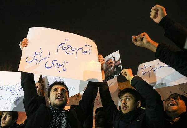 Iranian students hold protest in front of Swiss embassy over US assassination of General Soleimani (photo)