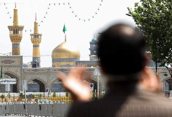 People in Mashhad saluting Imam Reza (AS) holy shrine from distance amid coronavirus (photo)