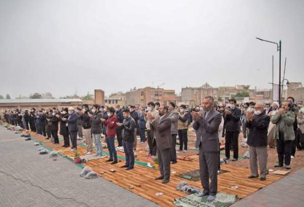 People in Ardabil attend Eid al-Fitr prayer maintaining pandemic protocols (photo)