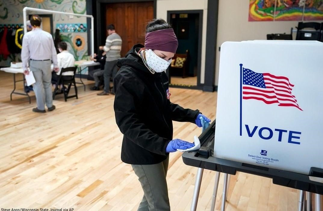 US voting stations amid coronavirus pandemic (video)