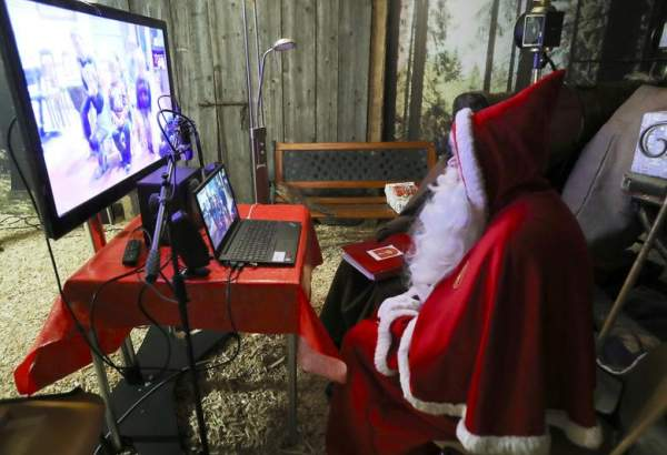 "Santa makes socially-distanced or virtual visits amid COVID Christmas (photo)  <img src=""/images/picture_icon.png"" width=""13"" height=""13"" border=""0"" align=""top"">"