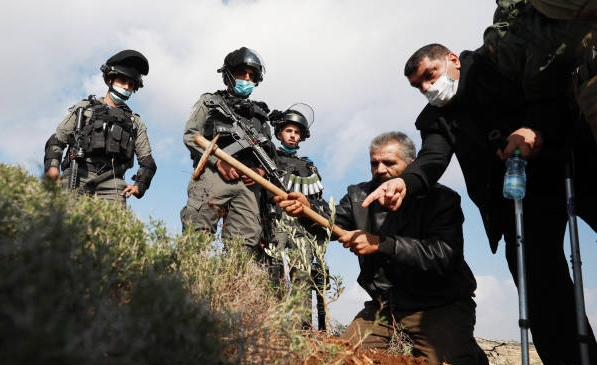Israeli forces clash with Palestinian farmers in Salfit, West Bank (photo)